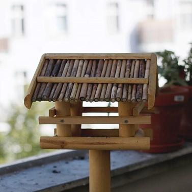 Vogelhaus auf dem Balkon