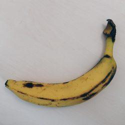 eine leicht angematschte Banane