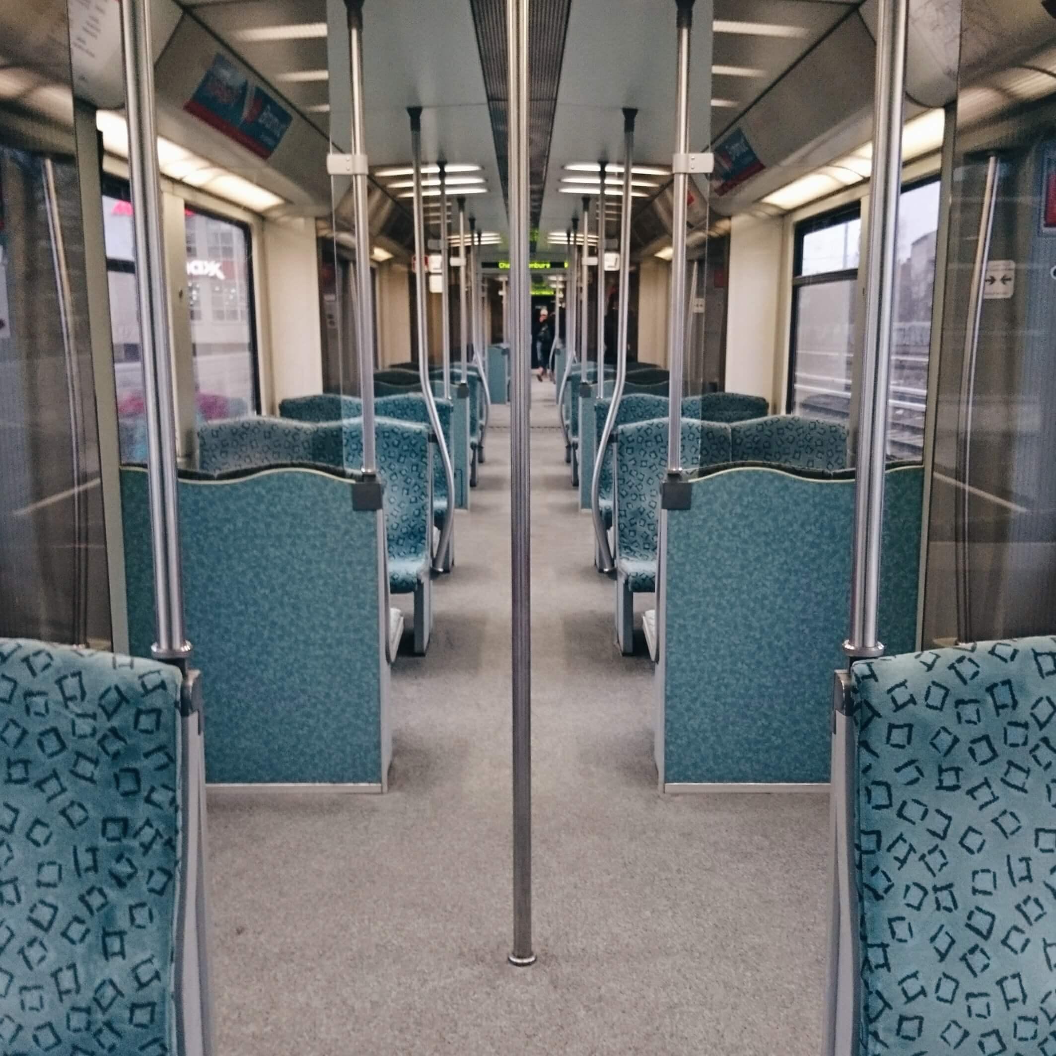 in einer leeren S-Bahn