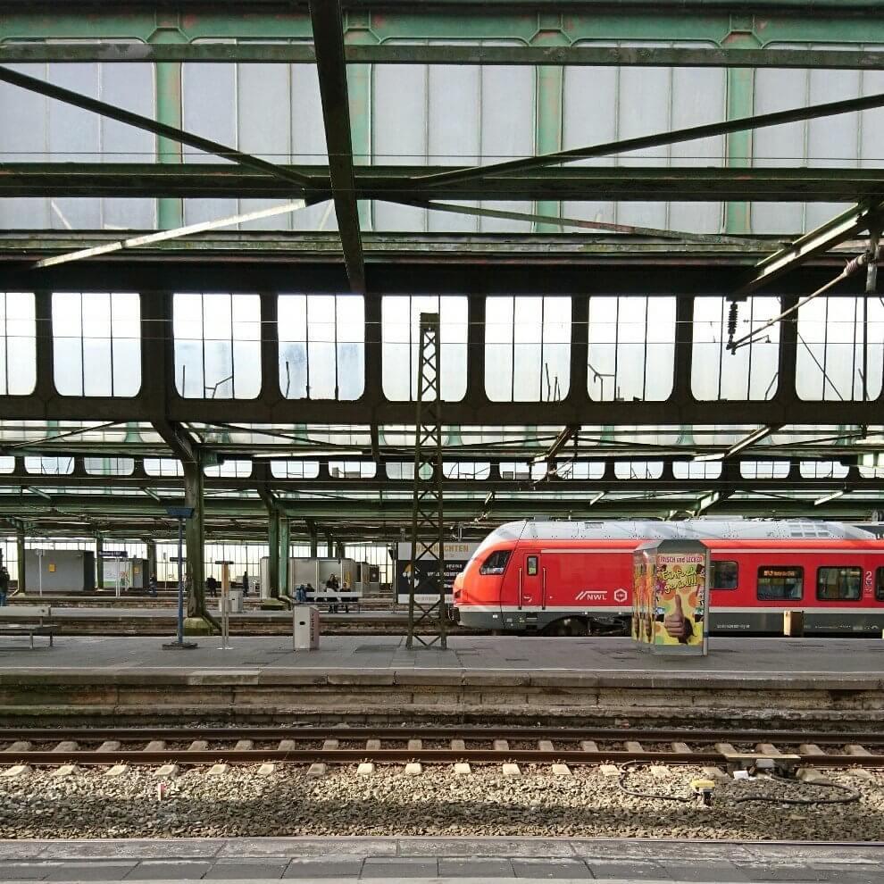Zug am Bahnhof Duisburg