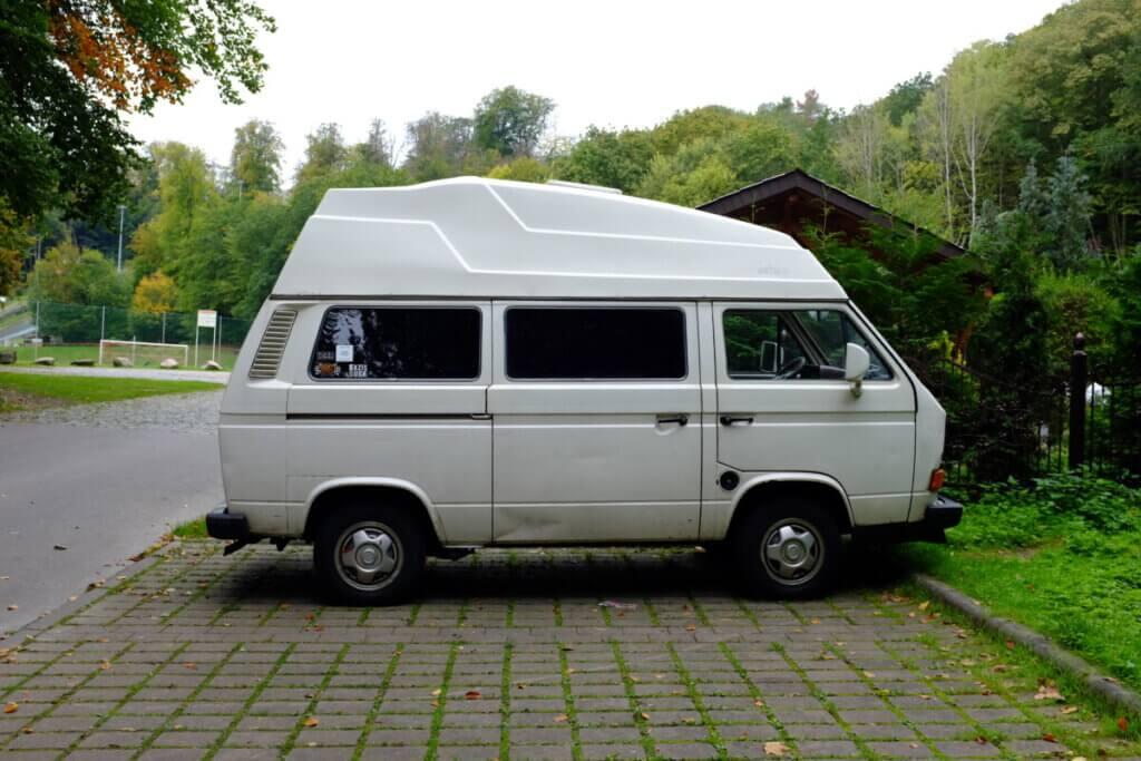 VW T3 weiß mit Hochdach